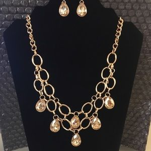 Gold necklace with earrings $5. Adorereygems.com